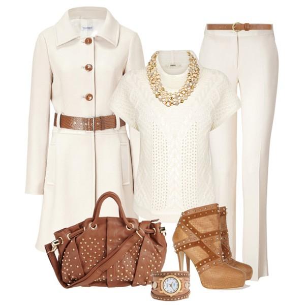 Белое пальто в сочетании со светло-коричневыми самогами