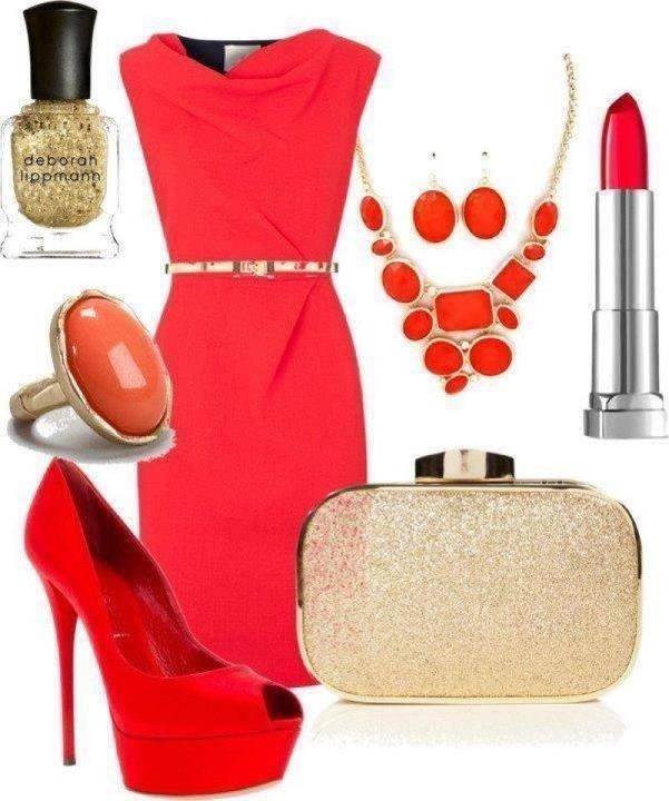 Коралловое платье с золотистыми предметами гардероба
