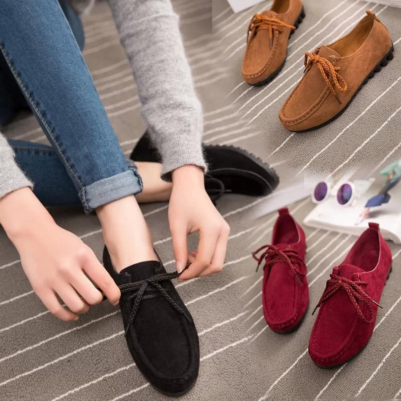 Стильные красные мокасины на шнурках