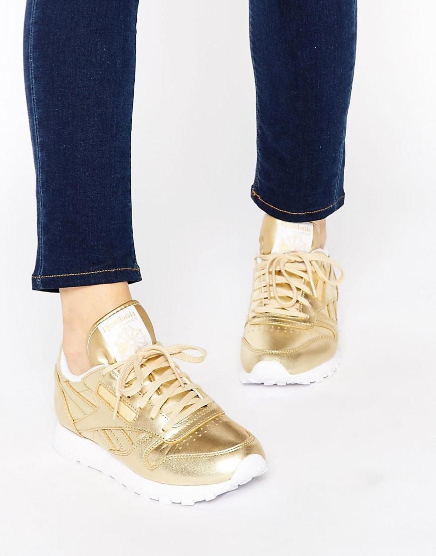 Золотистые кеды: красота и стиль