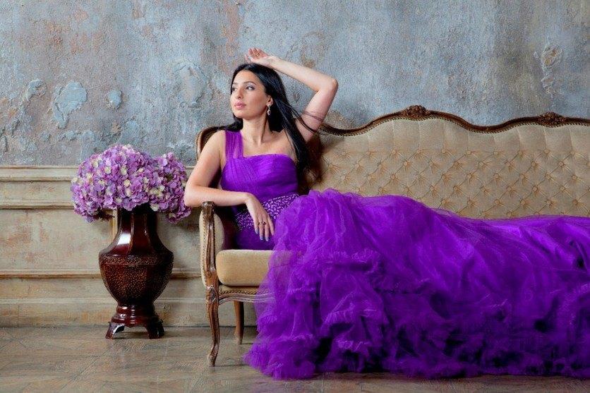 С чем носить фиолетовое платье? Подбираем подходящую обувь