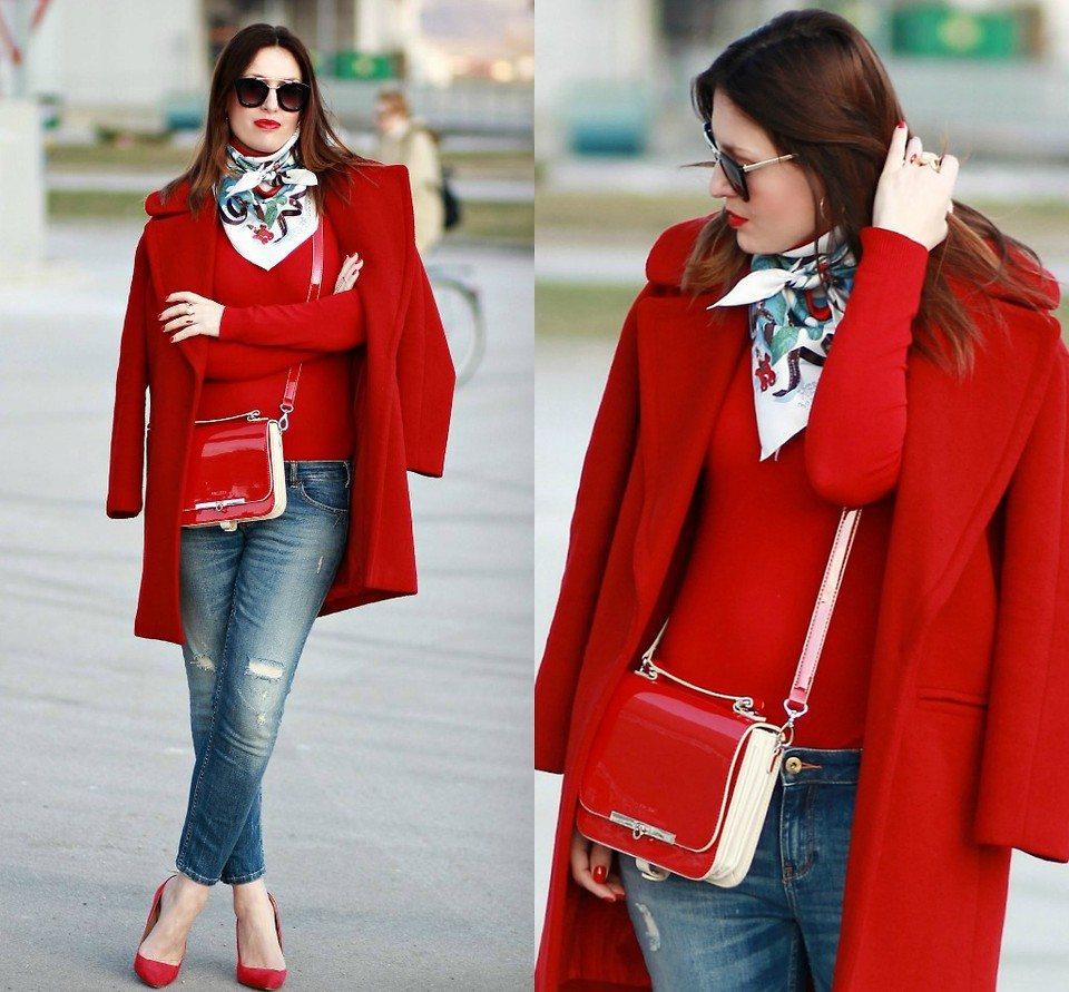 Шелковый платок к красному пальто