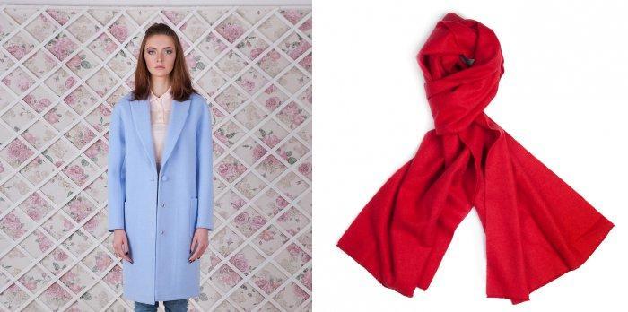 Голубое пальто с коралловым шарфом