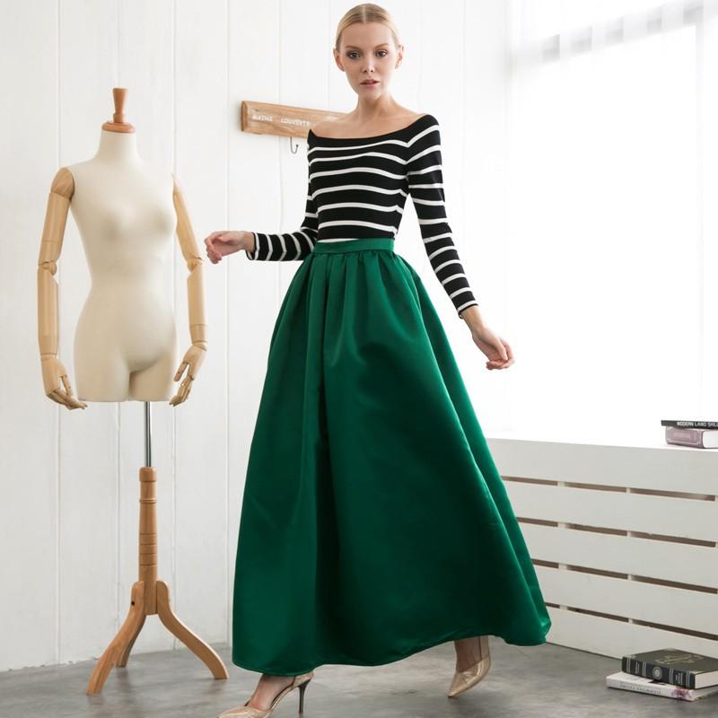 Длинная зеленая юбка с черно-белой кофтой