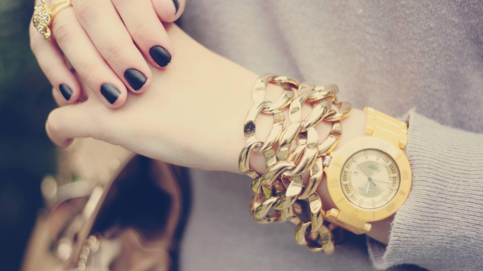 Массивный браслет и часы