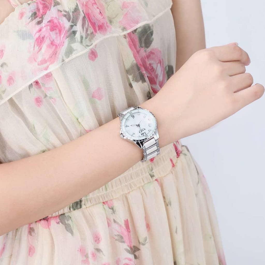 Часы из белого металла