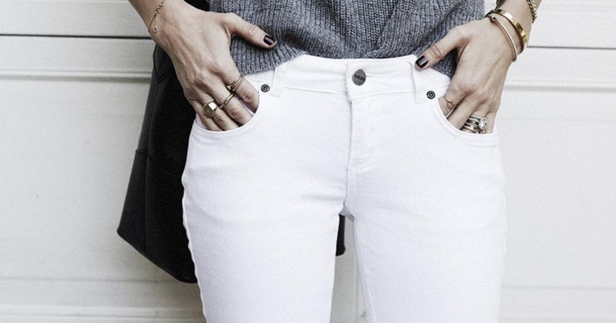 Теплый свитер и джинсы