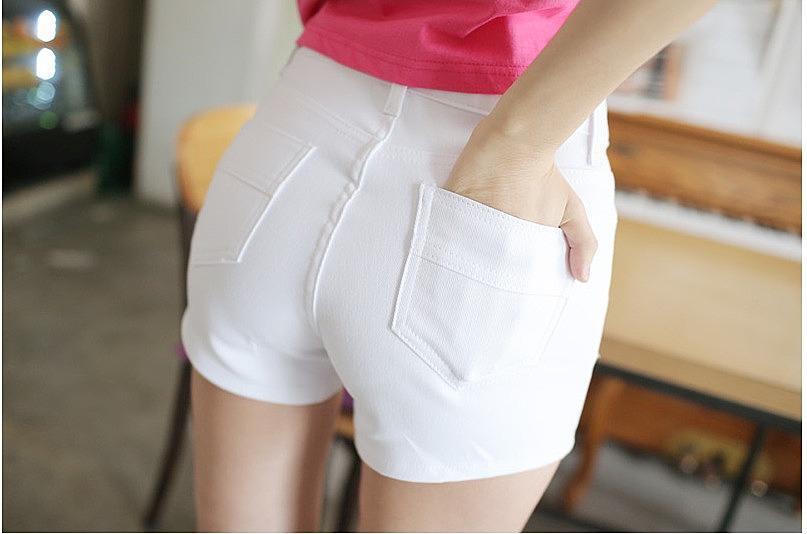 Стильные белые шорты с завышенной талией