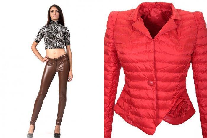 Кожаные леггинсы с топом и ярким пиджаком