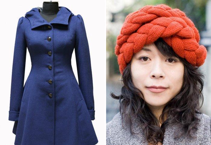 Расклешенное синее пальто и объемная вязаная шапка