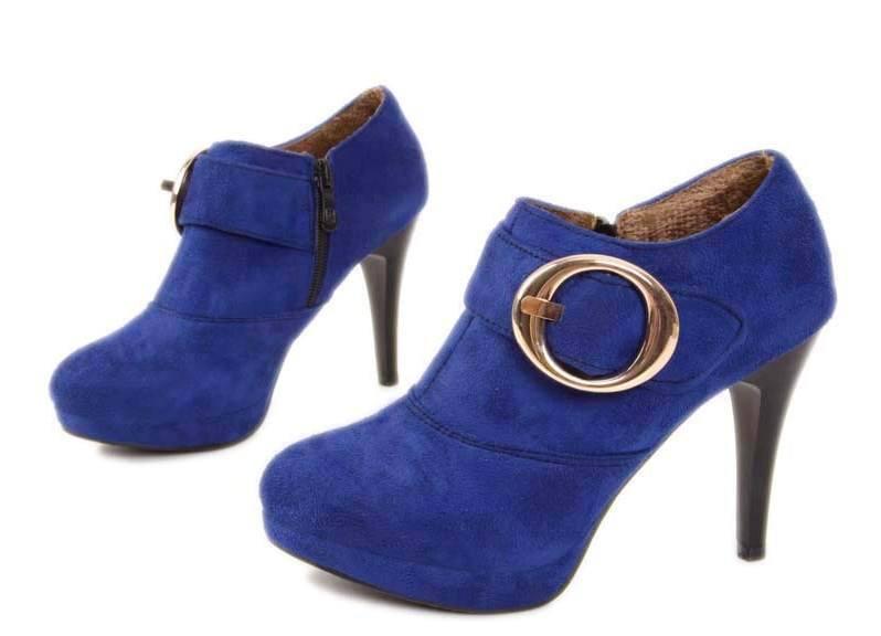 Темно-синие ботильоны для синего пальто