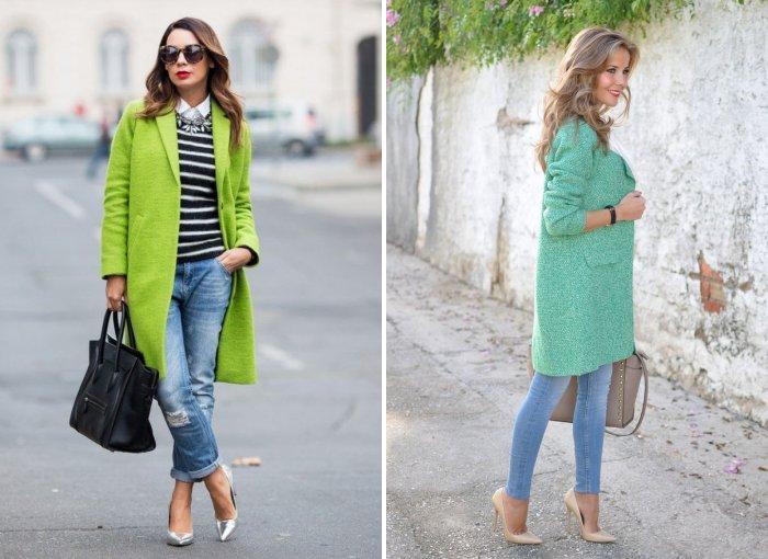 Зеленое пальто с голубыми джинсами