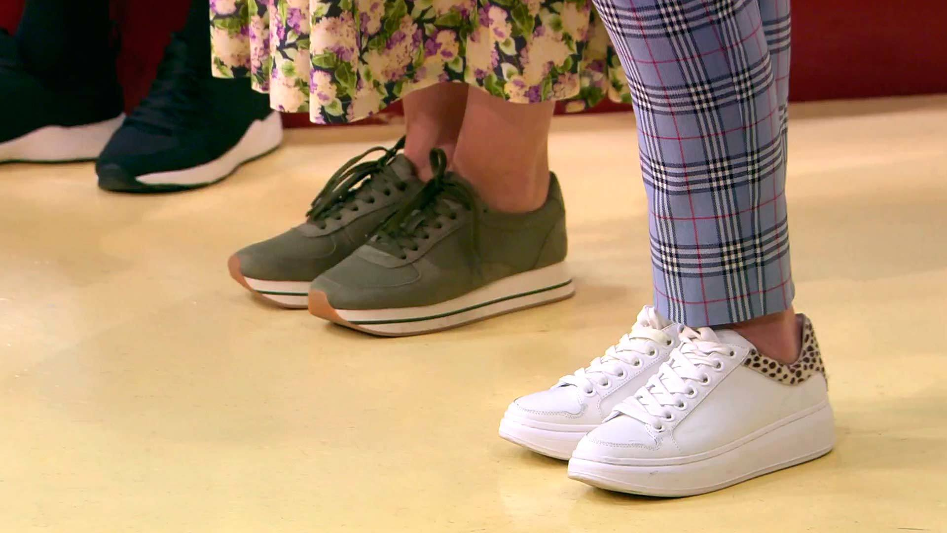 Разный стиль одежды в сочетании с кроссовками
