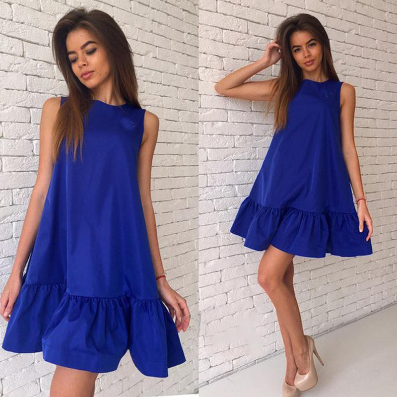 Синее платье с воланами